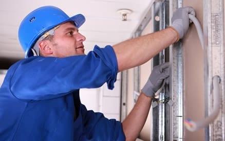 Renovatie elektrisch door nieuwe bekabeling.