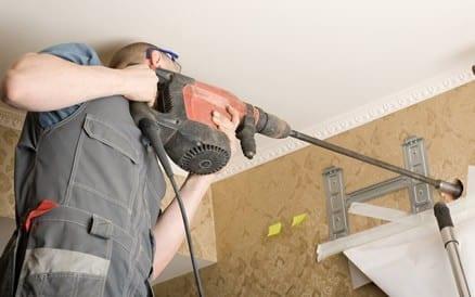 Vakkundig aansluiten van de buitenunit op de binnenunit is het moeilijkste deel van het werk.