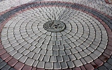 Er zijn tientallen bestratingspatronen mogelijk doch niet elk patroon is geschikt voor elk soort steen.