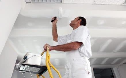 Binnen schilderwerk bestaat onder meer uit schuurwerk, stucwerk, afplakken en houtrot oplossen.