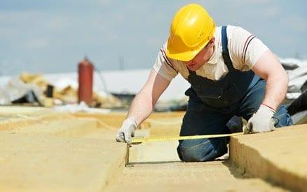 Dakisolatie: Het isoleren van grote oppervlaktes zoals daken zijn heel rendabel. Belangrijk is vakmanschap om lekkages te voorkomen.