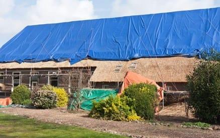 cheap aanbrengen van een rieten dak with kosten rieten dak per m2. Black Bedroom Furniture Sets. Home Design Ideas