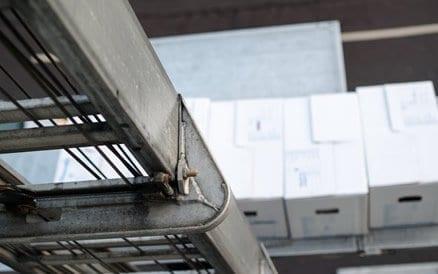 Verhuislift; er zijn trapliften die tot de negende verdieping of zelfs hoger kunnen reiken.